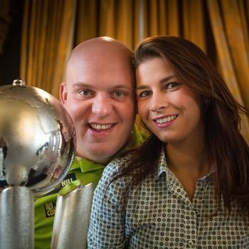 Michael van Gerwen met zijn vrouw Daphne © Matty van Wijnbergen