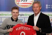 Yorbe Vertessen (16) ondertekende eerder deze maand zijn eerste profcontract. © PSV Twitter