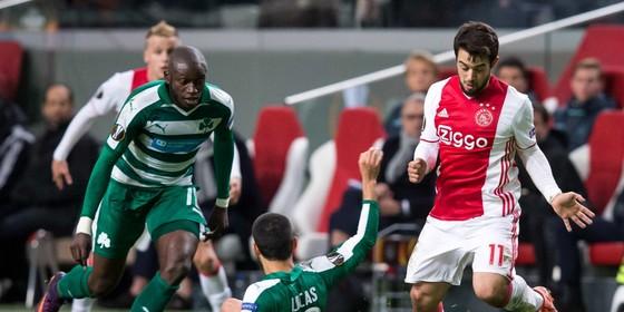 Amin Younes tijdens Ajax-Panathinaikos. © ANP Pro Shots